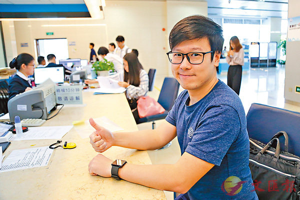 ■港青賴家智表示,十分樂見個稅優惠推出。  香港文匯報記者敖敏輝 攝